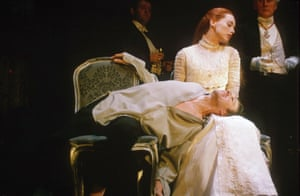 Fitzgerald as Ophelia and Ralph Fiennes as Hamlet in 1995.