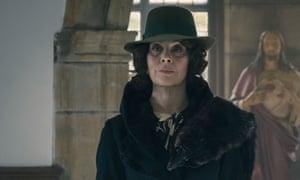 Polly Gray (Helen McCrory)